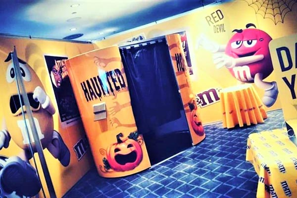 M&M Enclosed Photo Booth